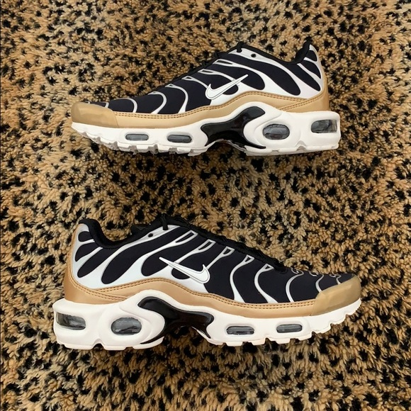 finest selection cfc3a 98ed9 NEW! Women's Nike Air Max Plus 'Black Gold'
